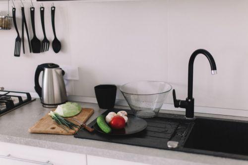 现代简约黑白经典厨房装修效果图