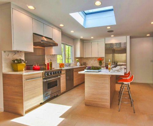 原木色现代风格厨房吧台设计