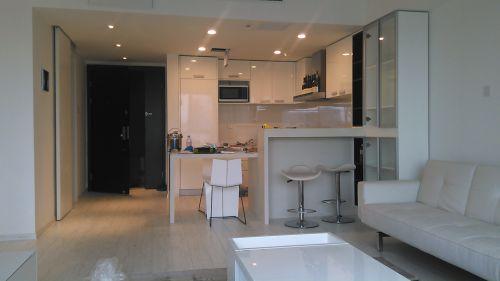 现代简约一居室厨房橱柜装修效果图
