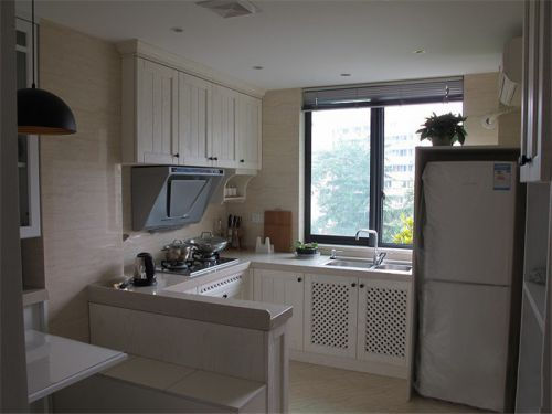 现代简约二居室厨房橱柜装修图片