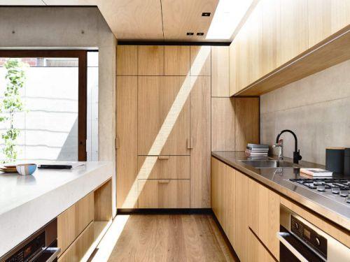 现代简约风格清爽原木色厨房实景图