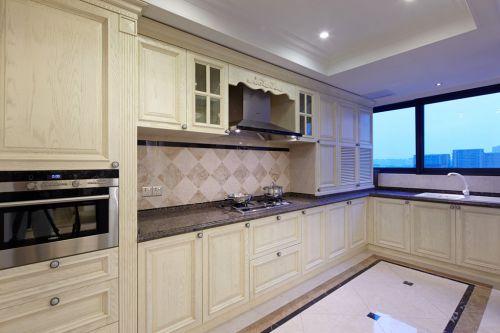 简欧风格厨房米色实木橱柜效果图