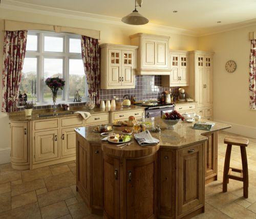 三居室米色带吧台简欧风厨房装修效果图