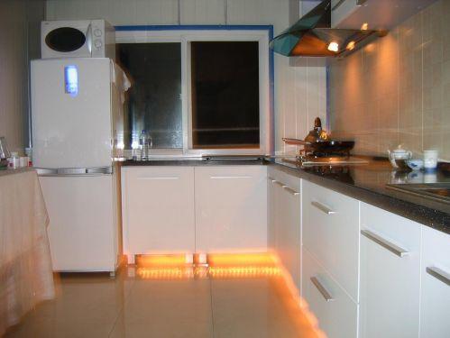 2居室L型白色简欧厨房装修效果图