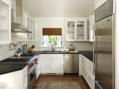 白色简欧风格厨房装修毕业照