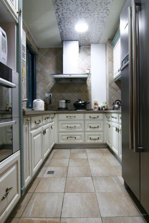 简欧风格三居室厨房酒柜装修效果图