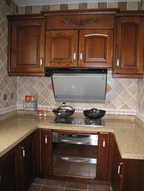 回字形小户型原木色中式古典厨房装修效果图