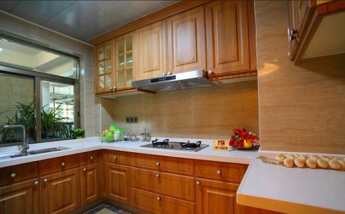 中式风格二居室厨房吊顶装修效果图欣赏