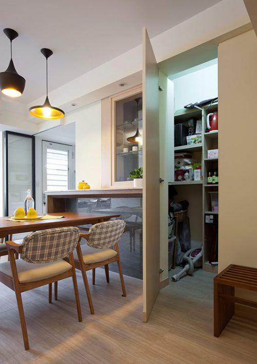 中式古典风格厨房木质餐桌实景图
