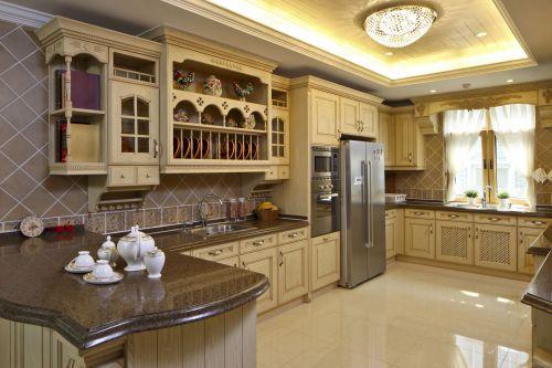 四居室欧式厨房白色吸顶灯灯具效果图