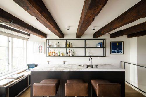 欧式风格黑色厨房设计木质梁装修