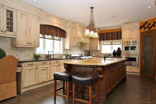 欧式米色风情带吧台厨房装修效果图