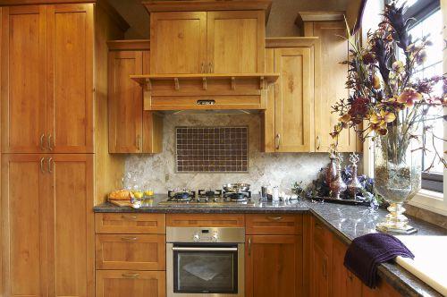 原木色简单古朴欧式风格厨房装修设计图