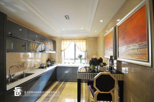 欧式新奢华三居室厨房餐桌装修图片
