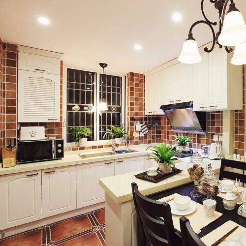 欧式明亮开放式厨房橱柜装修效果图