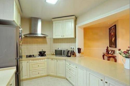 田园风格三居室厨房橱柜装修效果图欣赏