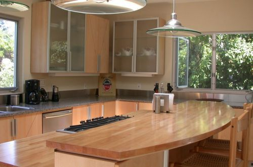 原木小吧台田园风格厨房装修设计