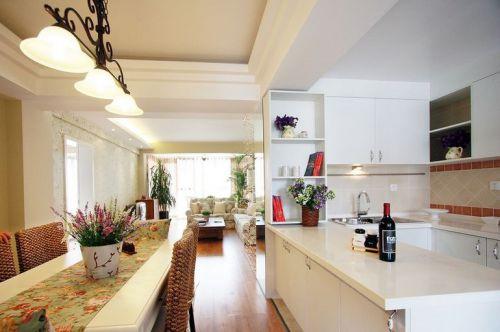 田园风格二居室厨房橱柜装修效果图欣赏