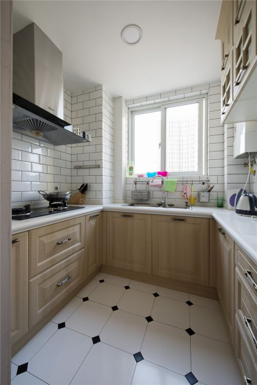 田园风格三居室厨房灯具装修效果图欣赏