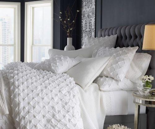极简温馨白色现代卧室床效果图