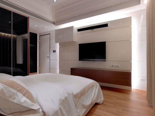 现代简约时尚三居室卧室电视墙装修案例