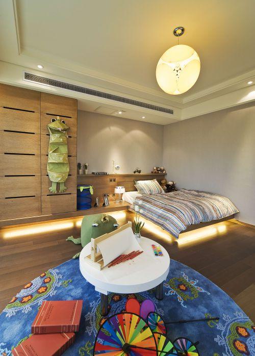 原木色现代风格别墅卧室装修美图