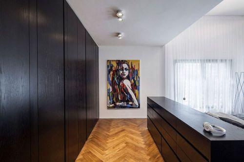 现代风格别墅卧室黑色衣柜装修设计