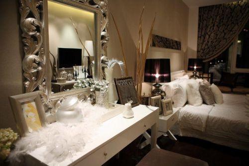 现代风格卧室奢华梳妆台效果图
