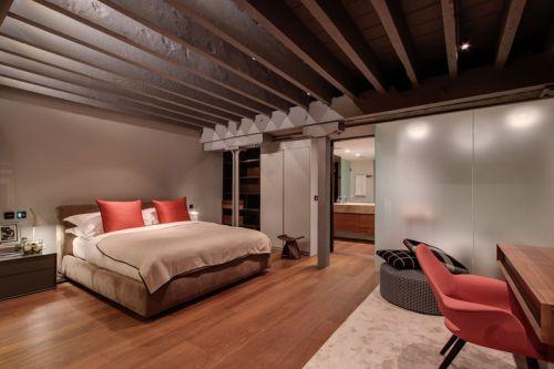 现代工业风格卧室衣柜装修效果图