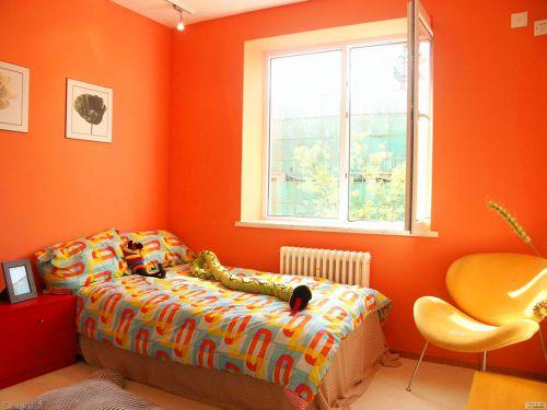 现代简约卧室橙色背景墙装修效果图