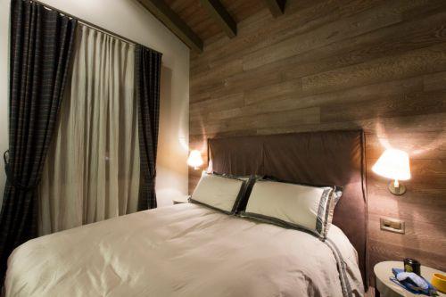 沉稳气质现代风格卧室装修实景图