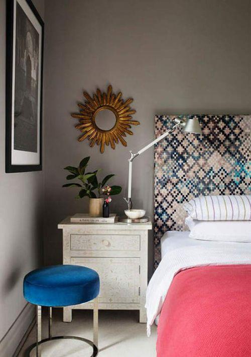 现代风格清新别致卧室床头柜装修图片