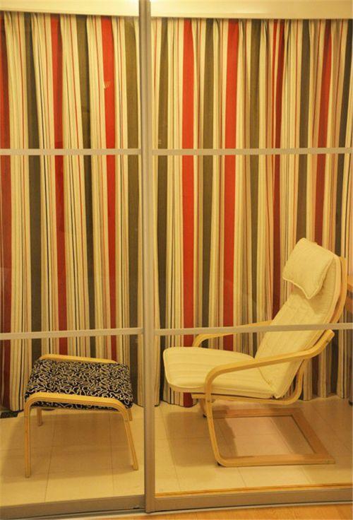 现代简约二居室卧室飘窗装修效果图