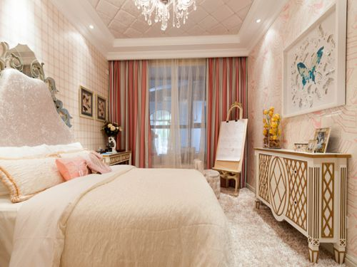 现代简约二居室卧室照片墙装修效果图
