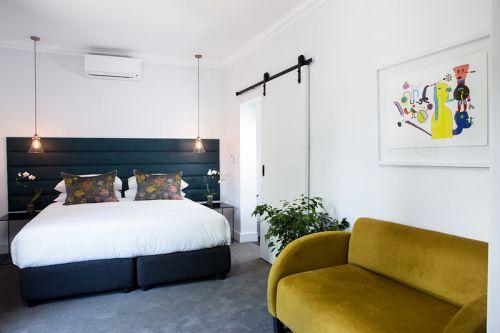 清新优美现代风格卧室装修效果图