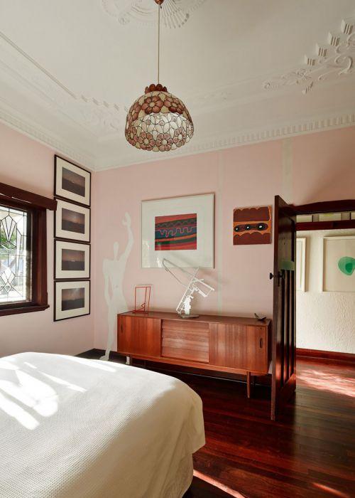 典雅简欧风格卧室粉色背景墙创意装修