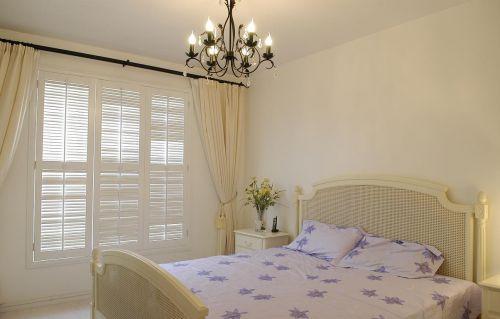 二居室简欧风格黑色卧室吊灯灯具效果图