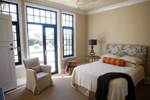 温馨明亮简欧风格卧室床铺装修实景图
