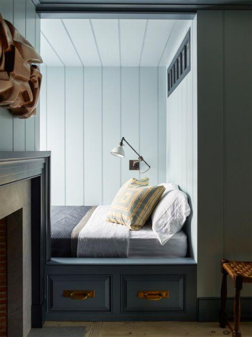 简欧风格稳重舒适卧室背景墙装修设计图
