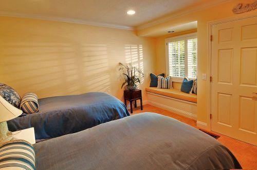 简欧风格黄色卧室双人床装修效果图