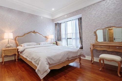简欧风格三居室卧室背景墙装修图片