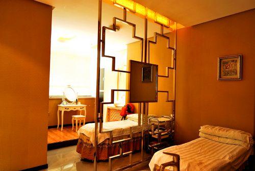 橙色温馨卧室隔断装修效果图