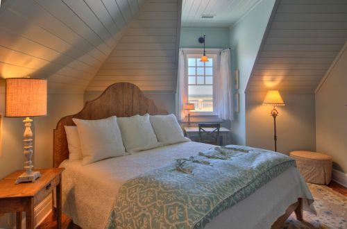原木色欧式古典风格卧室空间装修实景图