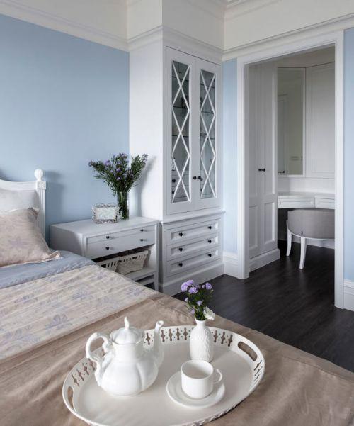 优雅田园风格卧室浅蓝背景墙装修效果图