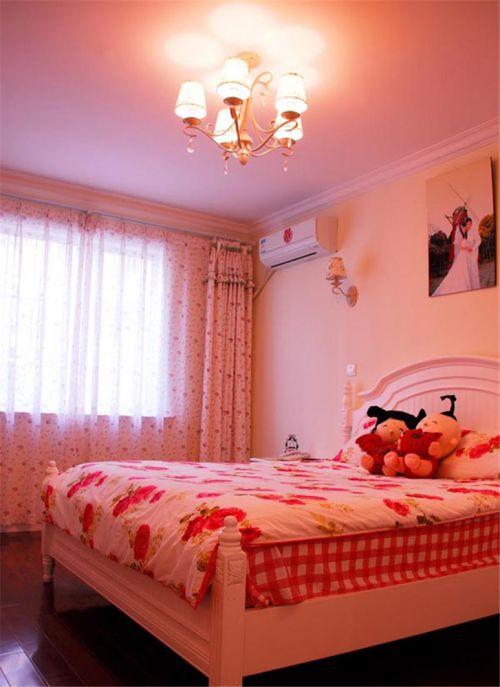 田园风格二居室卧室床装修效果图欣赏