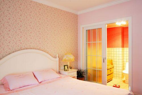 田园风格三居室卧室壁纸装修效果图