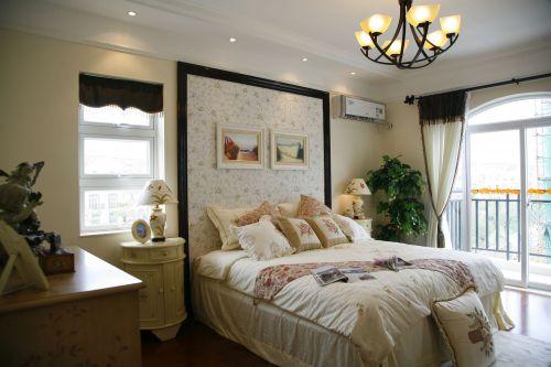 田园风格四居室卧室背景墙装修效果图