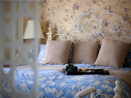 地中海风格三居室卧室床装修效果图