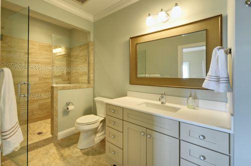 现代风格别墅卫生间隔断推拉门装修图