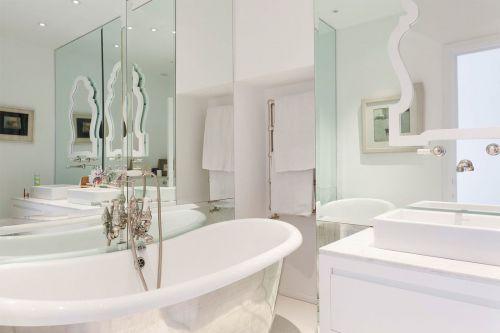 现代简约风格卫生间浴缸效果图